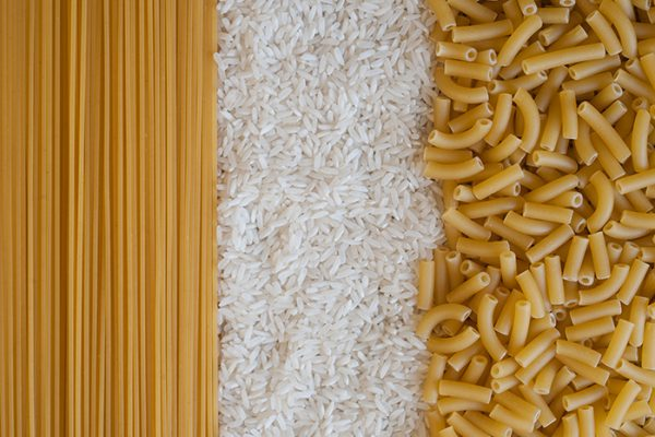 spaghetti, riz and macaroni glucides