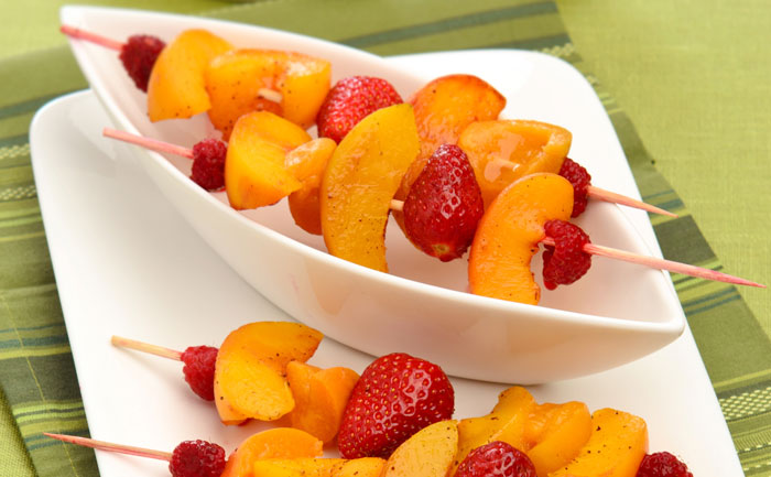brochettes-legeres-de-fruits-d-ete